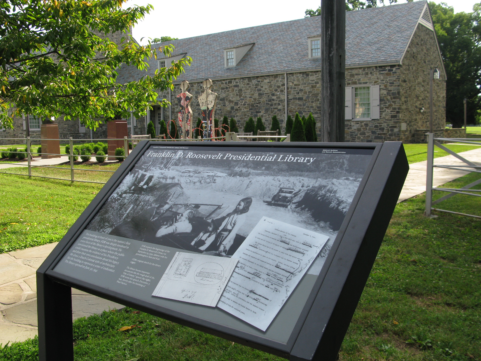 Informational plaque about the FDR Presidential Library & Museum